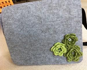 Grønne blomster på taske